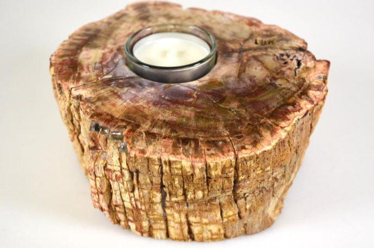 Tabourets, tables et décorations en bois fossilisé : la folie Live Edge